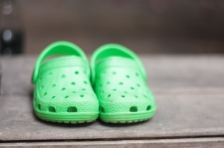 zpato tipo crocs niño