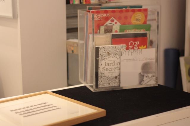 Plom Gallery libros.JPG